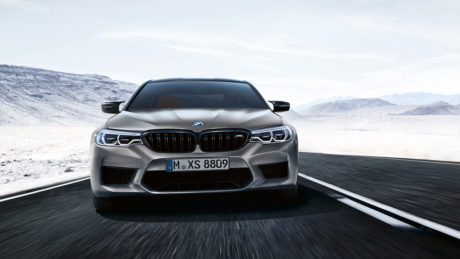 Toma frontal del diseño del BMW M5 Competition.